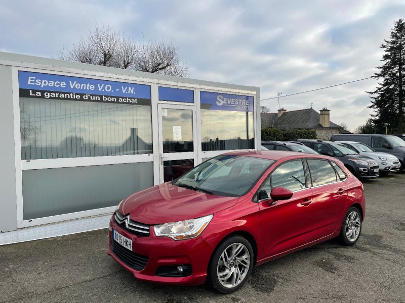 Citroen C4 1.6 VTI 120CH CONFORT Essence ROUGE Occasion à vendre
